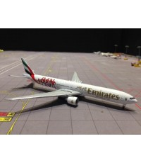 HERPA WINGS 1:500 Emirates 777-300ER A6-EPA Benfica Lissabon HW529853