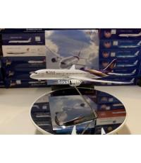 1:400 Thai 787-9 HS-TWA with stand TGA19