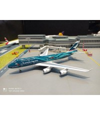 P4383 1:400 Cathay 747-400 B-HOY Asia 's World City [Width 16 Length 16.5 Height 4.5 cms.]