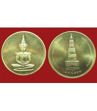 เหรียญพระแก้วมรกต เนื้อทองคำ รุ่นบุรณะฉัตร พ.ศ.๒๕๓๑ วัดพระแก้ว หนัก 15.2 กรัม  (มีผู้เช่าบุชาแล้ว)