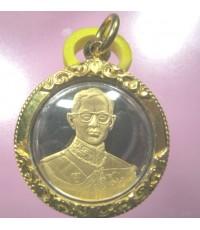 เหรียญในหลวง กาญจนาภิเษก เนื้อเงิน เพลตทองคำ พร้อมเลี่ยมทองยกซุ้มหนา รวม 5 กรัม