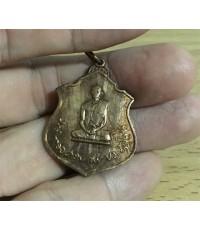 เหรียญทรงผนวช ด้านหลัง ภปร. สร้าง พ.ศ.๒๕๑๗ โดยกองทัพภาคที่ 3 เนื้อทองแดง สภาพเดิมๆ(เช่าบูชาไปแล้ว)