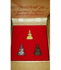 พระชัยวัฒน์พุทธสิงค์ วัดบวรนิเวศ รุ่น ๑ ชุดทองคำ เงิน นวะ พร้อมกล่องเดิม ๆ ปี ๒๕๓๙ หายากครับ