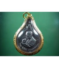 เหรียญพระมหาชนก เนื้อเงินเล็ก ปี 42 สภาพสวยงามสุด ๆ มาพร้อมเลี่ยมอทองคำ (เช่าบูชาไปแล้ว)
