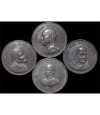 เหรียญทรงผนวช สมเด็จพระเจ้าอยู่หัว รัชกาลที่ 10 เหรียญหลวงปู่ฝั้น หลวงปู่ขาว  หลวงปู่แหวน ครบชุด .