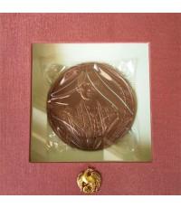 เหรียญที่ระลึกพระราชพิธีถวายพระเพลิงพระบรมศพ ในหลวงรัชกาลที่ ๙ เนื้อทองแดง ขนาด ๗ ซ.ม.  พร้อมกล่อง.