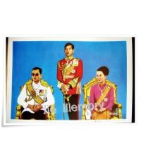 ภาพพิมพ์ปาเตีย ในหลวง พระราชินี ฟ้าชายยืนประทับด้านข้าง โดยอาจารย์เผ่าศิลป์