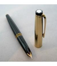ปากกาหมึกหมึกซึม MONTBLANC Fountain Classic 1980 ตัวด้ามอครีลิคดำแข็ง ชุดปลอกบนพร้อมเหน็บเคลือบทองแก