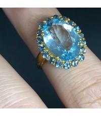 แหวนทองคำฝังพลอยฟ้า ยุโรปสไตล์ ประดับพลอยฟ้าใสเนื้ออ่อนเจียรไนเหลี่ยมสวยลงบนหนามเตย ตัวเรือนทองคำ 9k