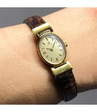 OMEGA Vintage 1950s ไขลาน สำหรับสตรี ขนาดตัวเรือน 15x30mm หน้าปัดบรอนซ์ทองประดับหลักเวลาขีดดำ เดินเว