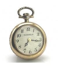 นาฬิกาพกโบราณ CARAVELLE ระบบไขลาน ตัวเรือนกะหลั่ยทอง หน้าปัดซิลเวอร์แกะลาย ฝาหลังแสดงสัญลักษณ์ผู้หญิ