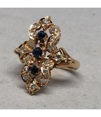 แหวนทองงานยุโรปเก่า DECO Style ฝังเพชรแท้ 16 เม็ด รวมน้ำหนัก 0.40 กะรัต ประดับพลอยไพลิน 3 เม็ด ตัวเร