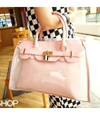 (พร้อมส่ง) กระเป๋าสะพาย Mikko สีชมพู ตัวกระเป๋าเป็นพลาสติคแบบขุ่น มีกระเป๋าด้านในและสายยาวให้