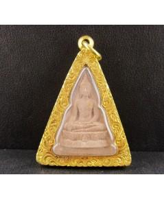 พระพุทธนวราชบพิตร พิมพ์จิตรลดา โครงการหลวง 50 ปี กาญจนาภิเษก เนื้อผง เลี่ยมทอง90 นน. 11.87 g