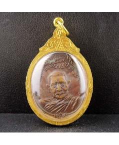 เหรียญ หลวงปู่แหวน หลังภปร. โดยเสด็จพระราชกุศลสร้างตึกพยาบาล เนื้อทองแดง เลี่ยมทองเก่า นน. 13.94 g