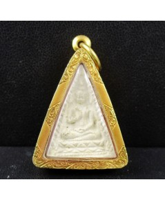 พระผงของขวัญ วัดปากน้ำ พิมพ์นางพญา เนื้อผง เลี่ยมทองเก่า นน. 7.36 g