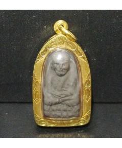 พระหลวงปู่ทวด พิมพ์เตารีด เนื้อว่าน เลี่ยมทองเก่า นน. 7.46 g