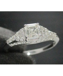แหวน เพชรชู Emerald 0.50 กะรัต ฝังเพชรข้าง 38 เม็ด 0.38 กะรัต ทอง90 ชุบขาว พร้อมCert. GIA นน. 1.76 g