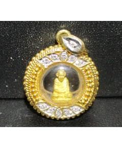 หลวงพ่อเกษม เขมโก  เนื้อทองคำ กรอบทอง ฝังเพชร 11 เม็ด 0.21 กะรัต นน. 7.35 g
