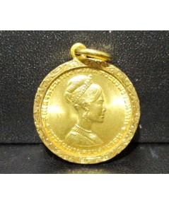 เหรียญทองคำ สมเด็จพระนางเจ้าสิริกิต์ ครบสามรอบ ปี 2511 หลังเหรียญ 300 บาท เลี่ยมทองเก่า นน. 10.88 g