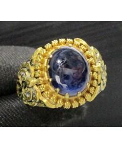 แหวน ไพลิน หลังเบี้ย ทรงจั่นมะพร้าวแกะลาย ลงยา ทอง90 งานเก่า ทองโบราณ สวยมาก นน. 9.18 g