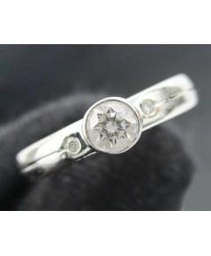 แหวน เพชรเดี่ยว 0.20 กะรัต ฝังเพชรข้าง 2 เม็ด 0.02 กะรัต ทอง18Kขาว งานสวย น่ารักมาก นน. 2.00 g