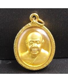 เหรียญ หลวงปู่ทอง สิริมงฺคโล วัดพระธาตุศรีจอมทอง เชียงใหม่ กะไหล่ทอง ปี 47 เลี่ยมทองเก่า นน. 8.08 g