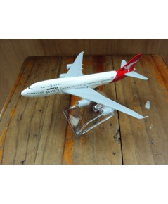 โมเดลเหล็ก เครื่องบินโดยสาร QANTAS Airlines Boeing 737 16 เซ็นติเมตร