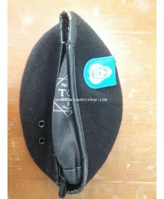 หมวกเบเร่ทหารอากาศ พร้อมตราหน้าหมวก สามารถเลือกได้ว่าจะเอาหน้าหมวกแบบประทวนหรือสัญญาบัตร