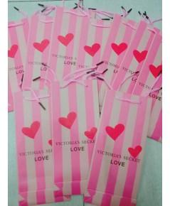 ถุงกระดาษลายแบรนด์ victoria secert ใส่เครื่องสำอางค์ใส่ของขวัญสวยๆ