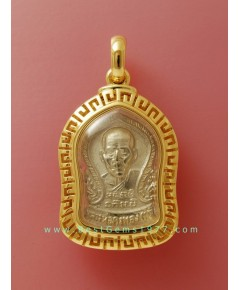 0160409BB ตัวอย่างงานกรอบลายจีน บรรจุเหรีญทรงเสมาเล็กหลังนางกวักหลวงพ่อคงทอง(เต๋)