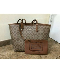 COACH  REVERSIBLE CITY TOTE IN SIGNATURE
