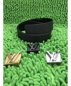 Louis Vuitton  initiales  belt หนังไทก้า  สลับด้านใส่ได้