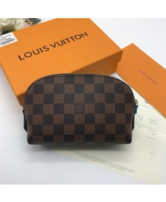 Louis vuttion cosmetic pouch