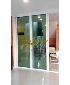 ประตูบานเลื่อนซ้อน6อลูมิเนียมสีอบขาว กระจกใสเขียว 6 มิล