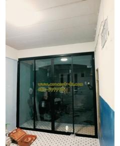 ประตูบานเลื่อนแบ่ง4อลูมิเนียมสีดำ กระจกใสเขียว6 มิล