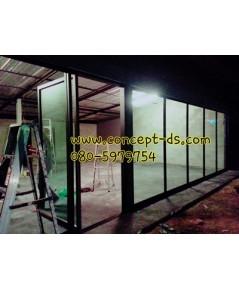 ประตูบานสวิงเดี่ยวพร้อมบานฟิกส์อลูมิเนียมสีดำ กระจกใสเขียว 6 มิล