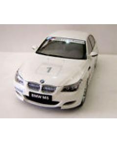 Kyosho Dicast  BMW M5 Sedan white