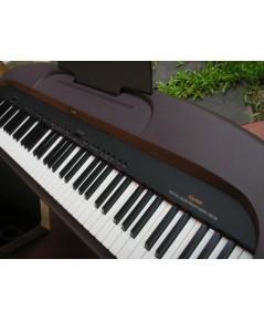 เปียโนไฟฟ้า ยี่ห้อ SUZUKI รุ่น km-88 ปรับระดับน้ำหนักคีย์ และบันทึกเสียงได้ มีลำโพงในตัว
