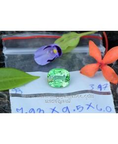 กรีนการ์เน็ต  รูปไข่ เนื้อใสสะอาด สีเขียวสดสีสวยมาก ไฟดีมาก น้ำหนัก 3.97 กะรัต