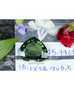 เขียวส่อง บางกะจะ  รูปหัวใจ เนื้อใสสะอาด สีเขียวสีสวย ไฟดีมาก น้ำหนัก 15.99 กะรัต