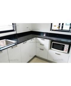ชุดครัว Built-in โครงซีเมนต์บอร์ด หน้าบาน PVC สีขาวเงา