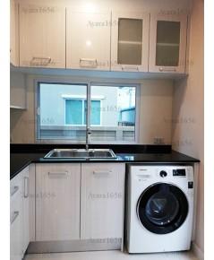 ชุดครัว Built-in ตู้ล่าง โครงซีเมนต์บอร์ด หน้าบาน PVC สี Glossy Snow White เซาะร่อง - ม.ภัสสร