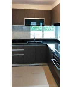 ชุดครัว Built-in ตู้ล่าง โครงซีเมนต์บอร์ด หน้าบาน Laminate สี Mocha Strand - ม.พฤกษ์ลดา