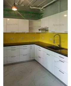 ชุดครัว Built-in ตู้ล่าง โครงซีเมนต์บอร์ด หน้าบาน Melamine สีขาวเงา + เขียวเงา