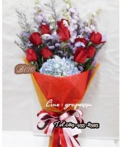 ช่อดอกกุหลาบแดง10ดอก+ดอกไฮเดรนเยีย B070 (Red Rose,Hydrangea)