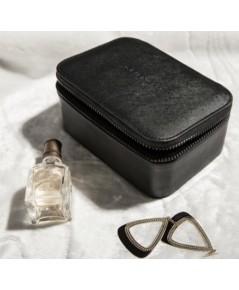 Givenchy Cosmetic Train-case กระเป๋าใส่เครื่องสำอางทรงกล่องสี่เหลี่ยมมีกระจกในตัว