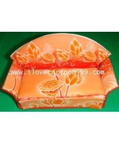 โมเดลโซฟาทำจากผ้าอัดแข็งอย่างดี ใต้โชฟามีลิ้นชักเปิดปิดใส่ของเล็กๆ ได้ ขนาด 5.5*3*2.5 นิ้ว สีสันสดใส