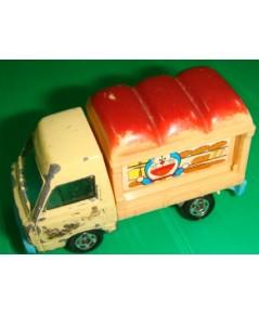 โมเดลรถโดเรม่อนขายขนมแป้งทอด รถเลื่อนไปมาได้ ขนาด 2 * 1 * 1 นิ้ว
