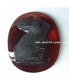 กระต่ายแกะสลักจากพลอยโกเมนแท้